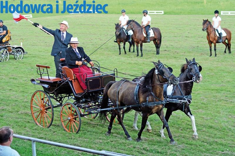 Jedyna polska ekipa zaprzęgowa - Stanisław Stasiowski powozi klaczami Wiwien i Obca-W, luzakuje Kazimierz Jachym