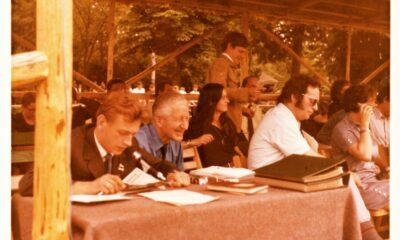 utor w trakcie prezentacji koni aukcyjnych podczas jednej z pierwszych aukcji w Janowie Podlaskim, obok dyr. Andrzej Krzyształowicz zdjęcie z archiwum autora