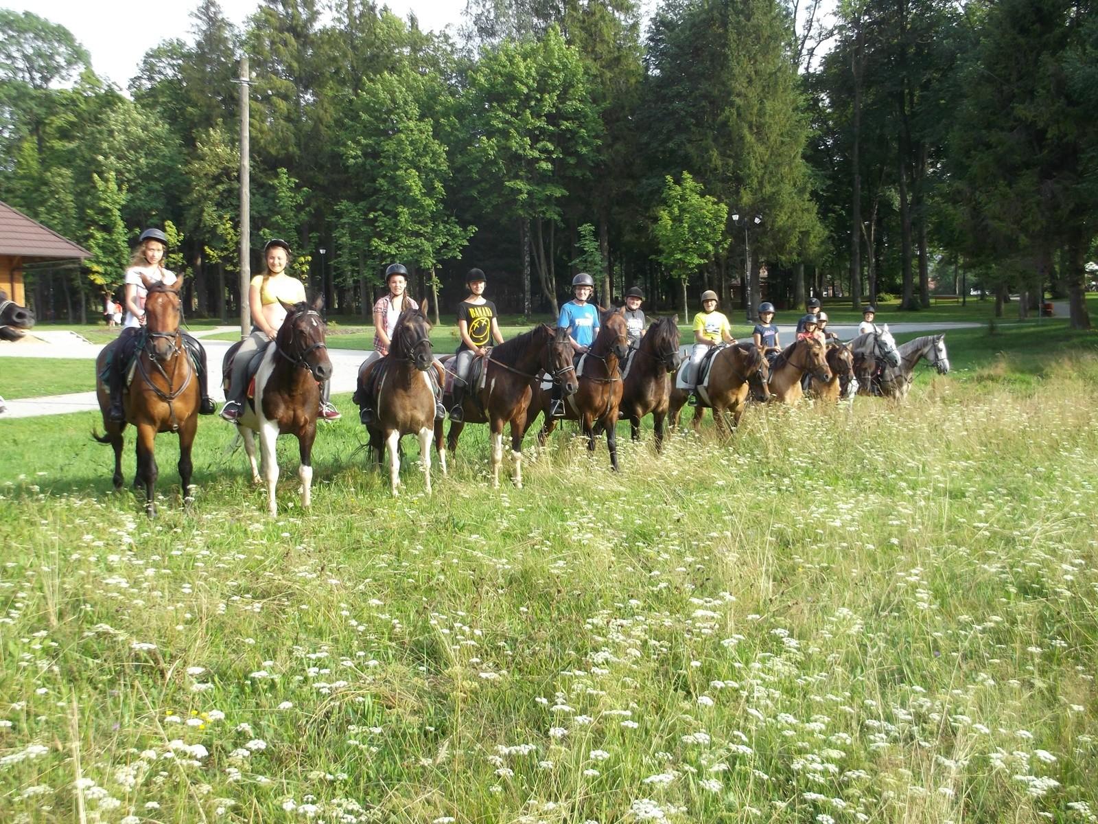 Młodzieżowy rajd konny