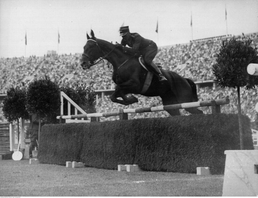 Henryk Leliwa-Roycewicz nakoniu Arlekin III – Letnie Igrzyska Olimpijskie wBerlinie, 1936 r.